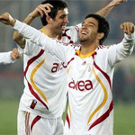 Bilyoner.com, düzenlediği anketle Türkiye'de son 25 yılın en iyi futbolcularını belirledi.
