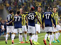 Spor yazarları, UEFA Avrupa Ligi A Grubu ikinci maçında Feyenoord'u 1-0 mağlup ederek liderlik koltuğuna oturan Fenerbahçe'yi değerlendirdiler.