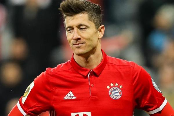 Bayern Münih, Carlo Ancelotti'nin takımın başında ilk sezonunda Şampiyonlar Ligi'ne çeyrek finalde Real Madrid karşısında veda etmişti.