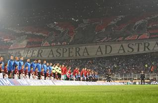 Serie A'daki Inter - Milan derbisinde iki takım taraftarları da müthiş bir görüntü oluşturdu.