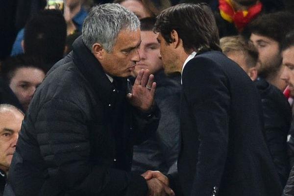 Manchester United menajeri Jose Mourinho, Benfica'yı 1-0 yendikleri maçın ardından Chelsea menajeri Antonio Conte ile yeni bir polemik başlattı.