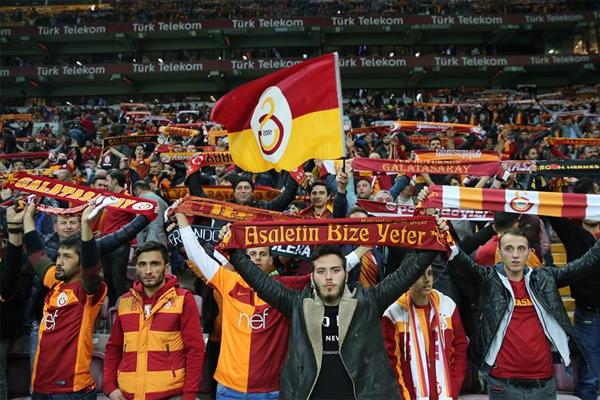 Süper Lig'de seyirci ortalamaları geçtiğimiz yıla oranla artışa geçti. Özellikle geçtiğimiz yıl stadyumlarını dolduramayan takımların seyirci ortalamalarında meydana gelen artış yüzleri güldürdü.