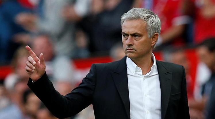 Mourinho'ya imza hediyesi!