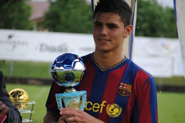 Bu sezon gol yollarında yaşadığı sıkıntı yüzünden Laliga'daki şampiyonluk yarışında geride kalan ve lider Barcelona'dan 12 haftada 10 puan fark yiyen Real Madrid'in forvet hattına her geçen gün yeni bir aday gösteriliyor.