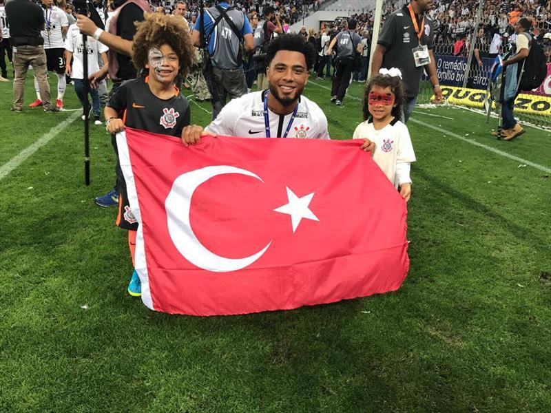 Colin Kazım'dan Türk bayraklı paylaşım
