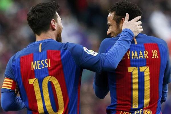 Barcelona'nın yıldız futbolcusu Lionel Messi, Brezilyalı Neymar'ın sezon başında takımdan ayrılmasının ardından savunmada daha güçlü hale geldiklerini söyledi.