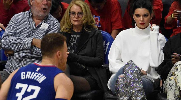 Kendall Jenner NBA maçına damga vurdu
