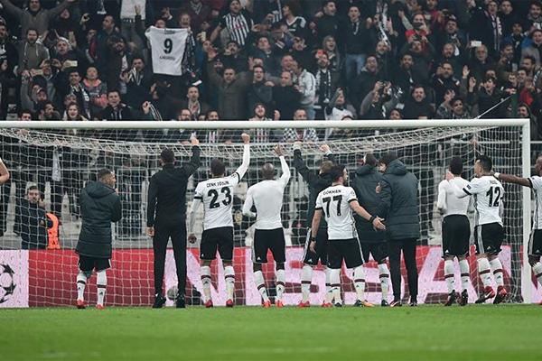 Paris Saint-Germain, Ligue 1'e ambargo koyarak zirveye kurulmuş durumda. Başkent ekibini dokuz puan geriden Marsilya, Lyon ve Monaco takip ediyor.