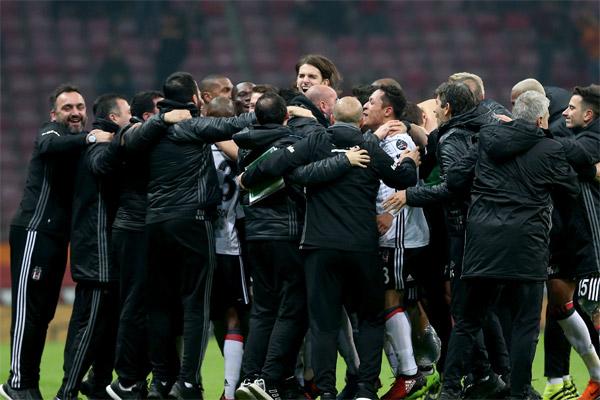 Galatasaray - Beşiktaş derbisinin spor yazarları değerlendirdi.