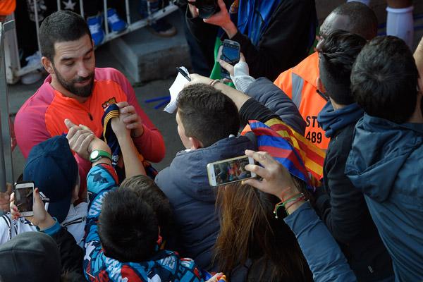 İspanyol basını, Barcelona'da forma giyen milli futbolcu Arda Turan'ın sezon sonunda takımdan ayrılabileceği iddiasında bulundu.