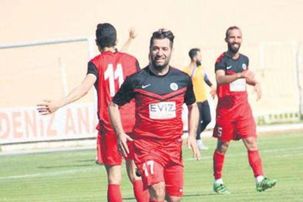 Aydın'da uzun süre unutulmayacak ilginç bir olay yaşandı. Bölgesel Amatör Lig'e (BAL) yükselme mücadelesi veren Bozdoğanspor'un ardından Aydın Süper Amatör Lig'de ikinci sırada bulunan Kuşadası Gençlikspor, ligin son maçında sahasında Germencikspor'u ağırladı. Karşılaşmanın ilk yarısında gol olmadı.