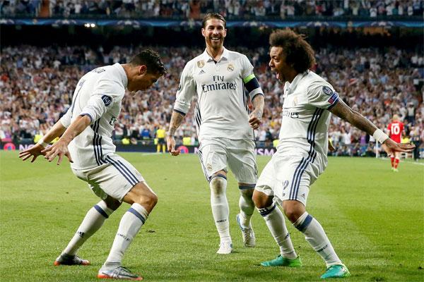 Real Madrid'in Portekizli yıldızı Cristiano Ronaldo, forma giydiği her maçta bir rekoru daha geride bırakıyor.