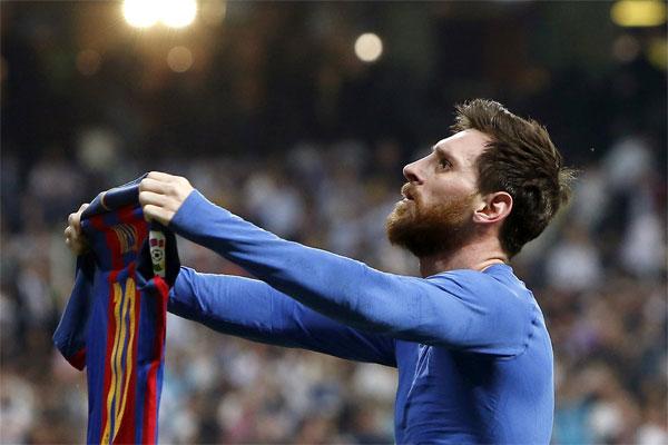 El Clasico'da attığı iki golle Barcelona'nın deplasmanda Real Madrid'i 3-2 mağlup etmesinde büyük pay sahibi olan Lionel Messi, İspanyol basınında manşetlere çıktı.