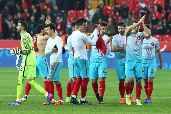 FIFA dünya sıralamasında Türkiye Milli Takımı 4 sıra çıkarak, 22. oldu.