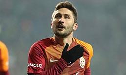 Galatasaray'da tecrübeli futbolcu Sabri Sarıoğlu'na yeni mukavele önerilmeme kararı alındı.