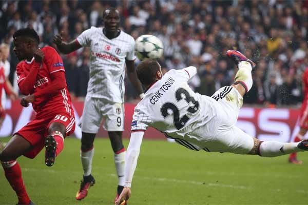 UEFA, Şampiyonlar Ligi'nde yılın golünü seçmek için açtığı anketin sonuçlarını duyurdu.