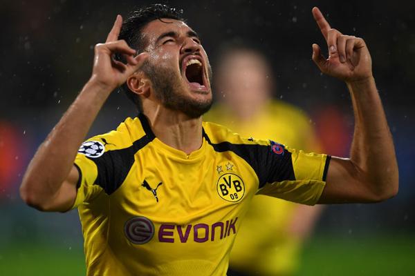 Bundesliga ekiplerinden Borussia Dortmund'da forma giyen milli oyuncu Nuri Şahin'in, yeni hocası Peter Bosz'un gözdesi olduğu belirtiliyor.