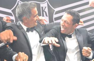 Beşiktaş'ın şampiyonluk balosu, eğlenceli anlara sahne oldu.