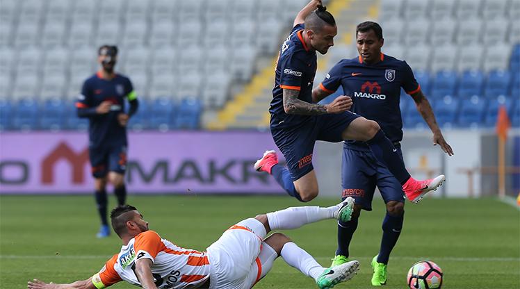 Medipol Başakşehir Adanaspor maç özeti