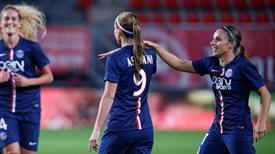 Kadın futbolcudan efsane gol!