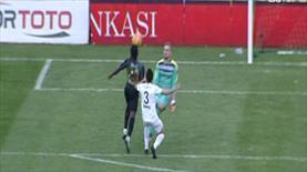 Bu adam gol atmayı çok seviyor! Asist bu sefer kaleciden!