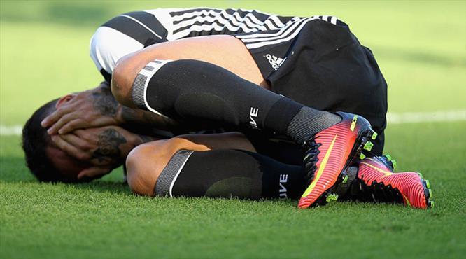 Dani Alves'in ayağı kırıldı