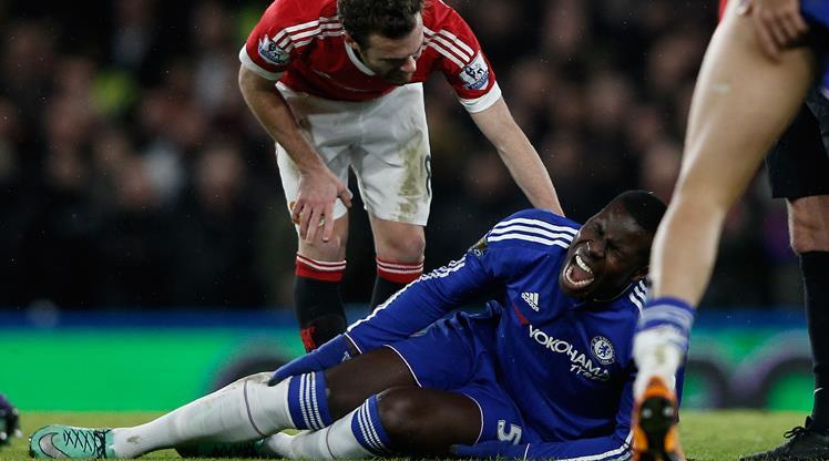 Chelsea'li Kurt Zouma 6 ay sahalardan uzak kalacak