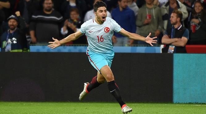 Ozan Tufan'ı Sunderland, Southampton ve Everton istiyor