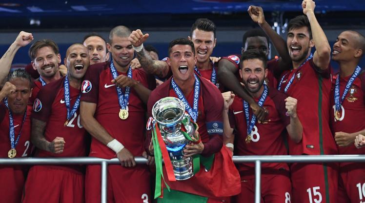 Ve Kupa şampiyonun ellerinde!...