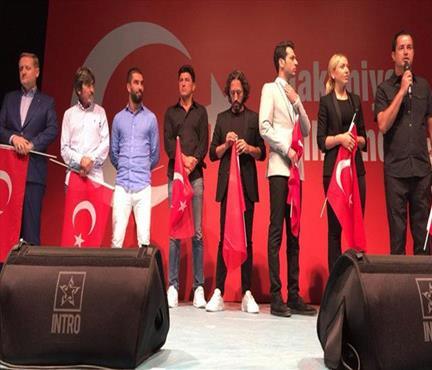 Türkiye tek yürek!
