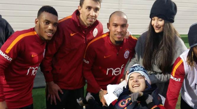 Galatasaray antrenmanına sürpriz ziyaret!