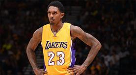 Lakers'ın yeni yönetimi ilk takasını yaptı