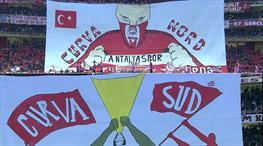 Antalyaspor taraftarından koreografi şov