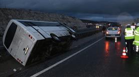 Beşiktaş taraftarını taşıyan otobüs devrildi