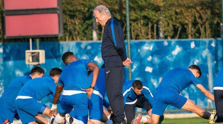 Mustafa Denizli ilk antrenmanına çıktı