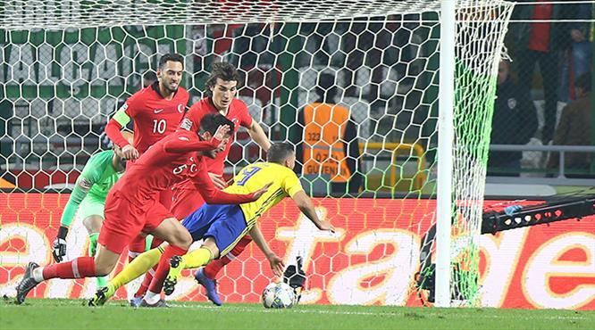 "İsveçli futbolcudan ilginç iddia ""Hakem penaltı sözü verdi"""