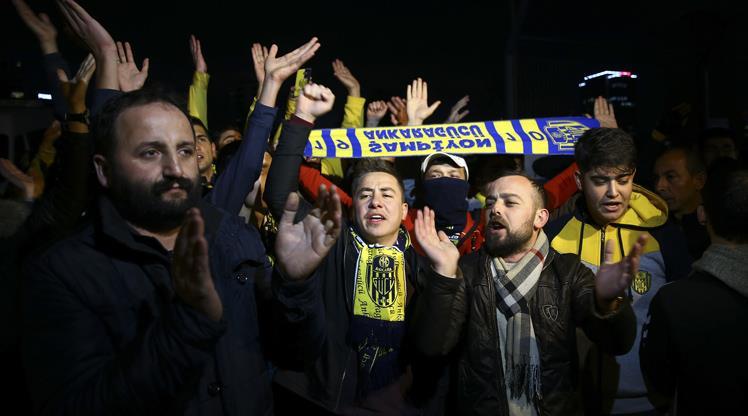 Ankaragücü taraftarlarından TFF'ye protesto