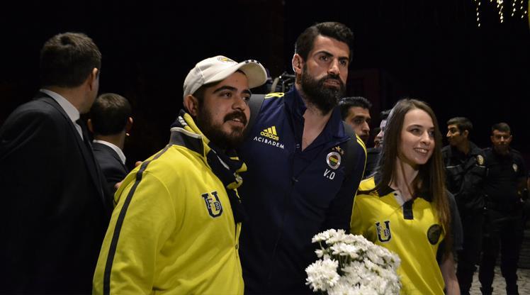 Fenerbahçe'ye çiçekli karşılama
