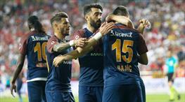 Medipol Başakşehir'de Şampiyonlar Ligi direkten döndü