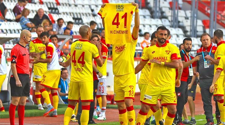 Resmi açıklama geldi! Göztepe'de 5 isimle yollar ayrıldı!