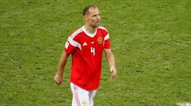 Rusya efsanesi futbolu bıraktı