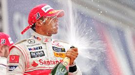 Şampiyon 2 yıl daha Mercedes'te