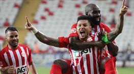 Antalya'da perdeyi Diego açtı