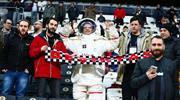 Beşiktaş tribünlerine sürpriz misafir