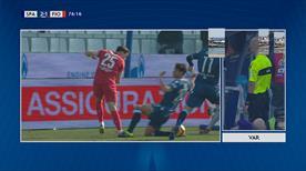 1 dakikada neler oldu neler! Gol yok, penaltı 'VAR'!
