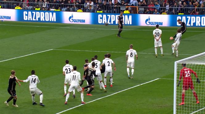 O nasıl frikik Lasse Schöne! Bu golü izlemeyen çok üzülür...