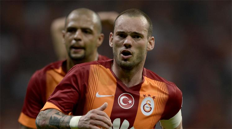 Aslan'ın '100'ünü Sneijder güldürdü!..