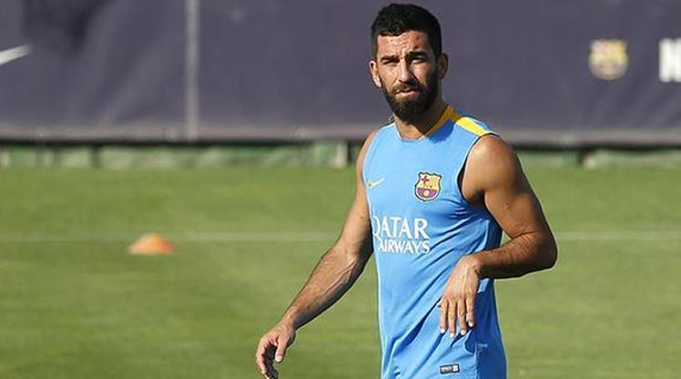 Barcelona'nın yıldızı milli oyuncu Arda Turan antrenmanda sakatlandı