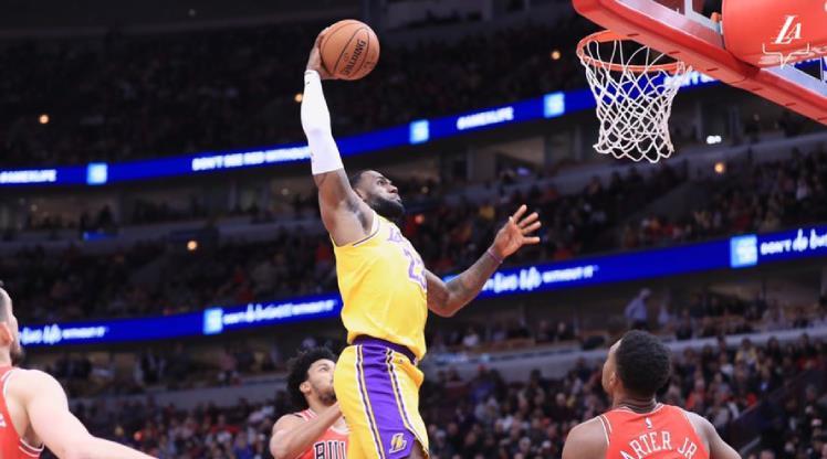 Lakers, LeBron'un 'triple-double'ıyla güldü