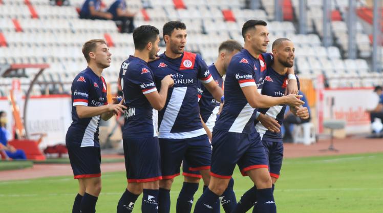 Antalyaspor'un transferleri ilkleri yaşadı